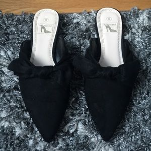 Shoes - Cute bow top pointed mules